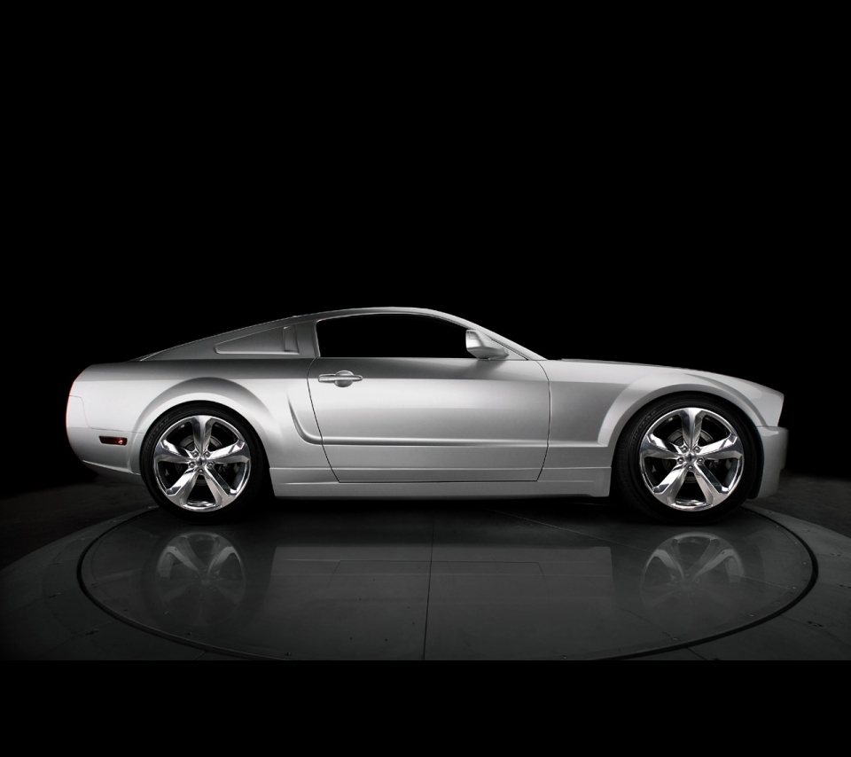 2010_Ford_Mustang_Iacocca_45th_Anniversary_Edition