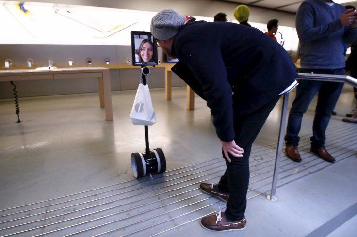 iphone-6s-queue-robot.jpg